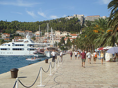Riva,promenade of Hvar photo credit munksynz